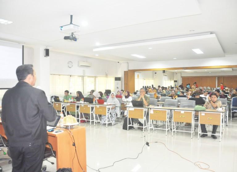 Ketua II STIM Lasharan Jaya Nara Sumber Pre-Conference di Unhas